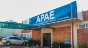 Ação Solidária entrega brinquedos á APAE de Cascavel