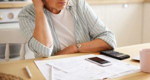 Banco deve indenizar consumidora que teve descontos em benefício previdenciário